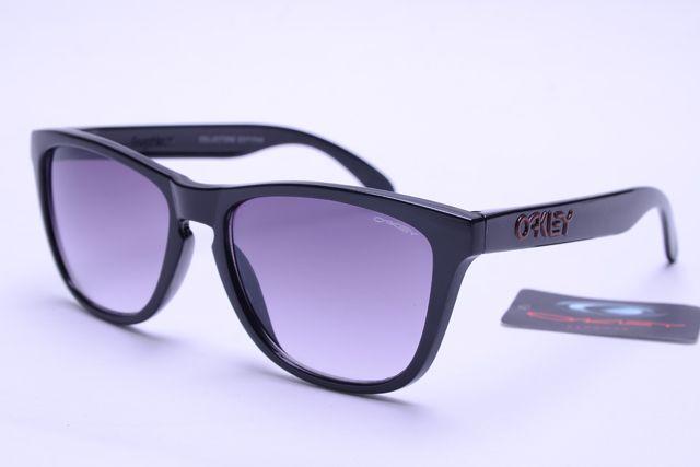 Oakley Frogskins Sunglasses Black Frame Gray Lens B367
