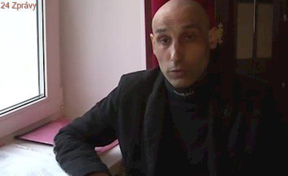 Muž strávil 3 roky ve vězení za zločin spáchaný dvojčetem, které nikdy nepoznal