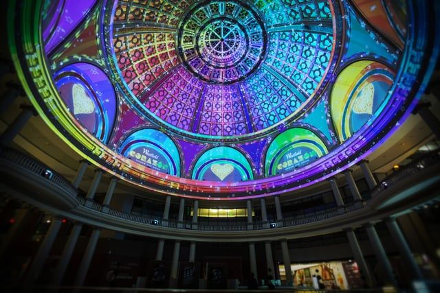"""Video Architectural  The Westfield San Francisco Centre occupies a historic emporium under a massive neoclassical dome. Using architectural mapping and immersive media, Obscura illuminated the space with a media montage titled """"Corazón Under the Dome"""". The immersive tribute to the City by the Bay featured iconic images set to beloved San Francisco-themed songs. The show spanned decades, from the Gold Rush to the Summer of Love and beyond.  For more, visit http://obscuradigital.com/work/w..."""