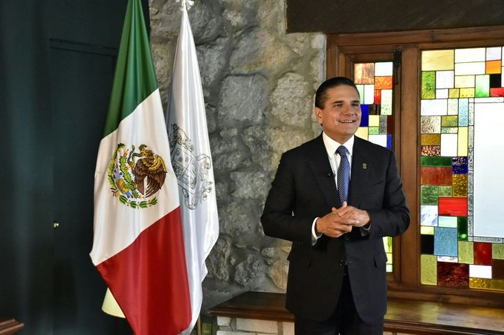 Desde su despacho en Casa de Gobierno y por medio de la señal del Sistema Michoacano de Radio y Televisión, el gobernador de Michoacán envía un mensaje a las y ...