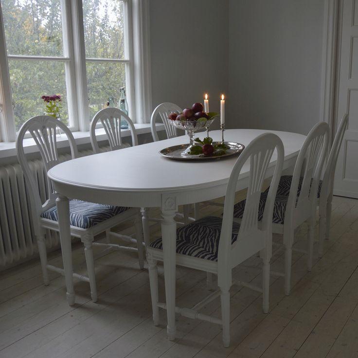 Gustaviansk matgrupp med 6 st Axet stolar