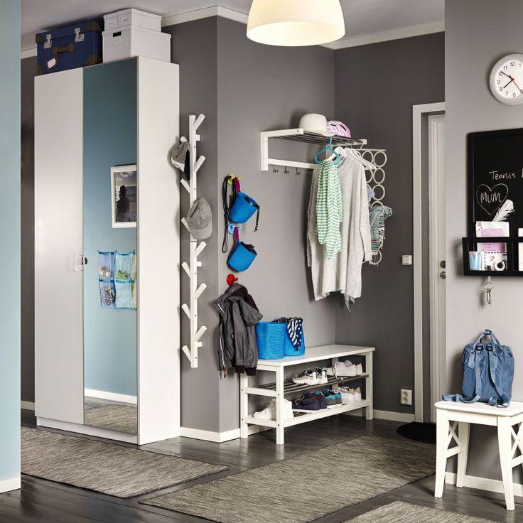 Ingresso con tavolo consolle e specchio bianchi e attaccapanni in acciaio nero – IKEA