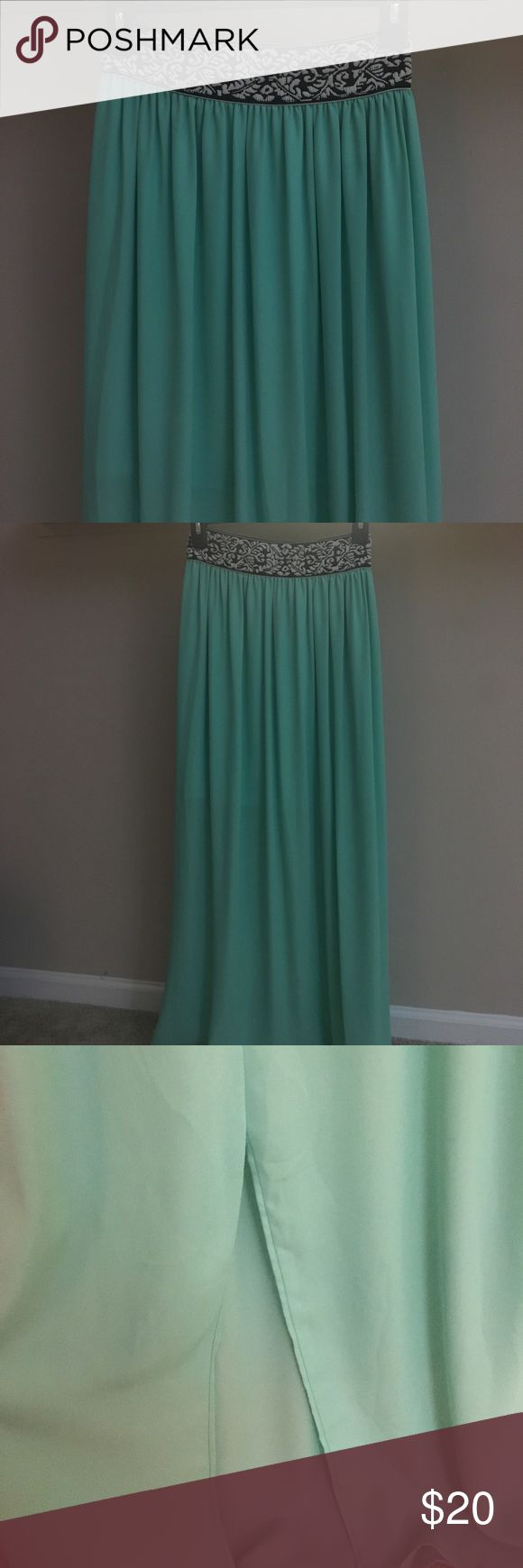 Brand new mint maxi skirt from Francesca's! This maxi skirt is adorable! The black-and-white waistband is stretchy, and it has a mint slip under the maxiskirt. It also has a slit as pictured:) perfect condition! Francesca's Collections Skirts Maxi