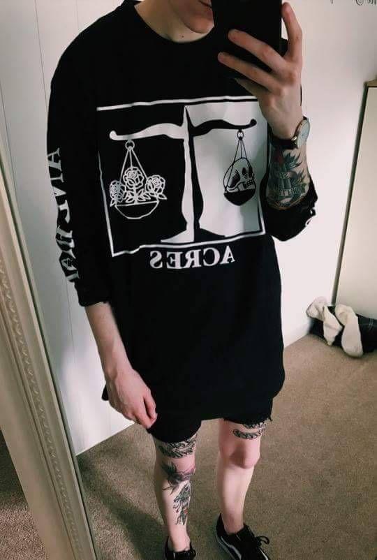 vintage #hipster #grunge #alternative #photography #aesthetic #boy #fashion #clothing #clothes #shoes #vans #vans off the wall #vans shoes #tattoos #tattoo #tattoed boy #Moda #Kombinler #Kombin_Önerileri #Sokak_stili #fashion #Güzellik #ünlüler #ünlü_Modası #Cilt_Bakımı #Saç_Modelleri #Abiyeler #Abiye_modelleri #Magazin #Tarz #Kuaza