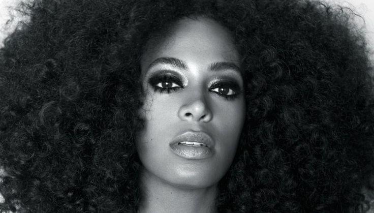 """Solange Knowles kan meget andet end at give Jay Z et par på hovedet i en elevator og være Beyoncés lillesøster. Det beviser sangerinden med sit tredje album """"A Seat At The Table"""". Men hvem er Solange?"""