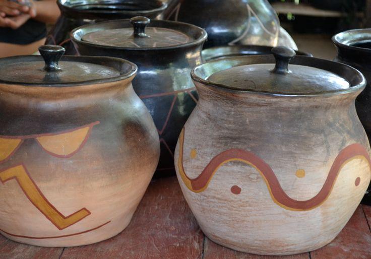 Tinajas Cubeo decoradas con simbología tradicional ( Vaupés - Colombia). #Artesanias Cómpralo en Mambe.org!
