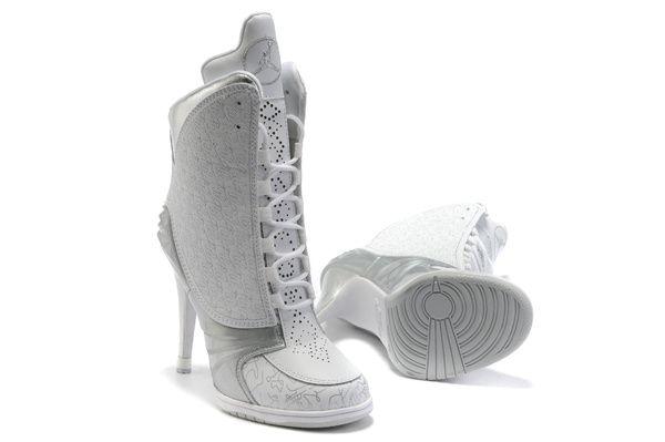 Bem-vindo à nossa loja de mulheres Nike SB Dunk Low Heel online.  Muitos estilo da moda e cor agradável para escolher aqui.Estes Nike SB Dunk Low Heel Salto Alto podem ser perfeitos para a sua saúde sapatos de salto baixo. O design arco natural nos saltos Jordan podem ajudar você a mostrar-se nobre e elegante em estado natural. * Qualidade 100% couro legítimo de alta durabilidade. * Todos os nikes salto alto são novo e vem com caixa original, saco de sapatos e papel de seda.