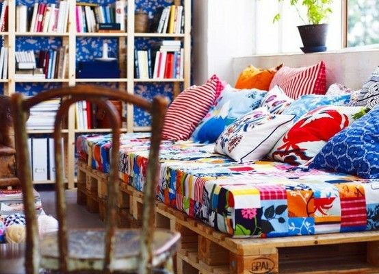 Pallet daybed idea. I like the print and the large platform for lounging around.