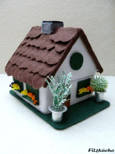Deko-Objekte - Geld-Geschenke-Haus zum Einzug aus Filz - ein Designerstück von filz-kueche bei DaWanda