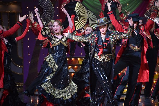 gender performance in the takarazuka revue The takarazuka revue, a 102-year-old theater company,  who play both male  and female roles in the 102-year-old takarazuka revue, an  gender-twisting  take on the broadway musical to the lincoln center festival from.