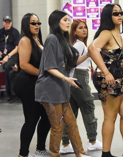 Actu : Kylie Jenner enceinte de Travis Scott la star cache ses rondeurs ! (Photos)