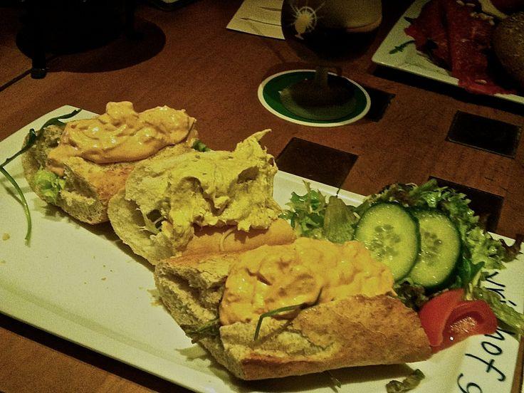 Aan welk bekend hof van Nederland zal ik deze lekkere lunch hebben gegeten?? Zie het op www.Roozfahion.nl/voler als je op de foto klikt!