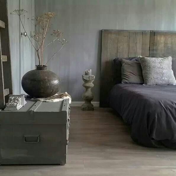 Prachtige sfeer, steenschotten achter het bed? Ziet er gaaf en stoer uit