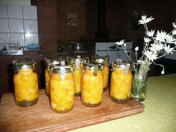 Apricots in Fowlers Vacola jars