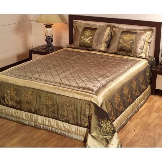 Saten yatak örtüsü