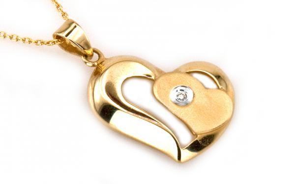 Veľmi módny diamantový náhrdelník so srdiečkom 14 K žlté zlato