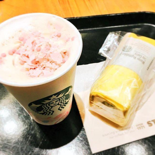 【sayaka_st】さんのInstagramをピンしています。 《#スタバ  #さくら  #さくらブロッサムクリームラテ  #ソイミルク  #サラダラップ  #サラダラップ冬野菜アンドソイカレー  #StarbucksCoffee  #Starbucks  #スターバックスコーヒー  #桜  #春  #双子ちゃん  #吉祥寺》