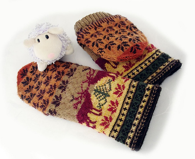 Ravelry: lacesockslupins' 101 Lithuanian Elk Mittens, convertible