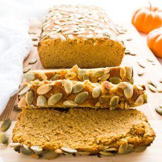 Pão de abóbora sem açúcar (Low Carb, Paleo) - Este pão de abóbora ultra úmido é isento de açúcar, carboidrato, sem glúten e paleo-friendly.  Apenas 10 ingredientes comuns!