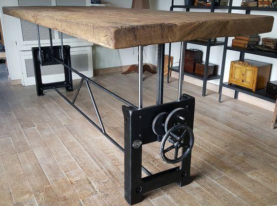 Dieser Industrie Design Tisch Ist Hohenverstellbar Und Ist Hergestellt Aus Einem Paar Alten Gus Tisch Hohenverstellbar Holztisch Eiche Esstisch Industriedesign