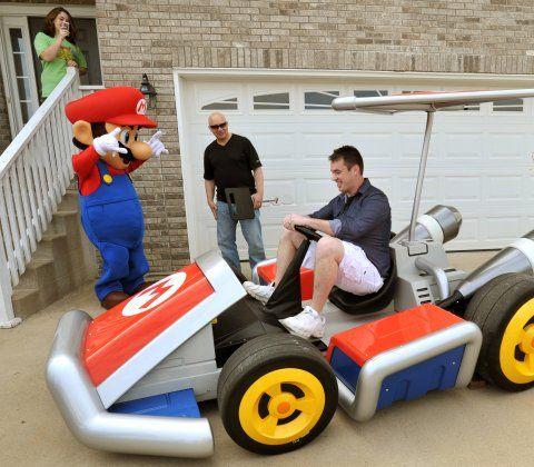 Man wins real-life Mario Kart.Real Mario, Funny Things, Real Life, Mario Kart, Real Lif Mario, Videos Games, Life Mario, Geeky Things, Mariokart