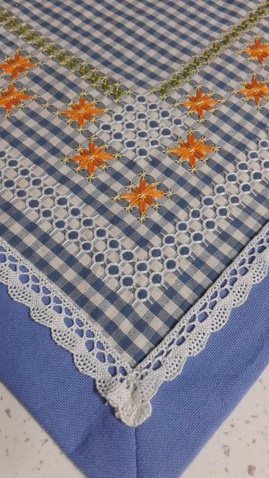 Broderie suisse angolo runner centrotavola