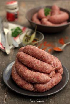Carnati de casa - retete culinare mancare. Reteta carnati de casa proaspeti. Carnati de casa cu carne de porc si vita. Reteta mea de carnati.