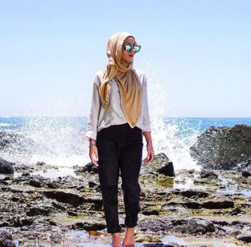 beach hijab style- Summer hijab trends http://www.justtrendygirls.com/summer-hijab-trends/