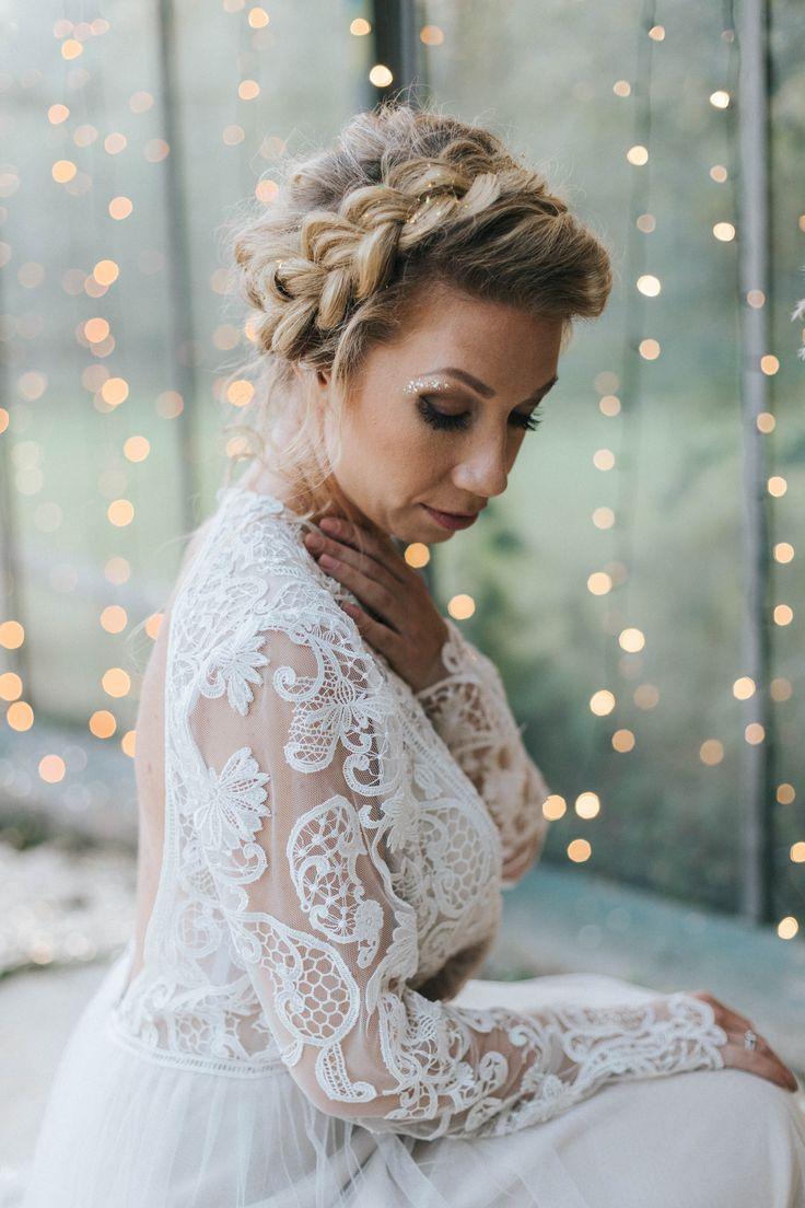 Haare hochgesteckt Zopf, Brautfrisur hochgesteckt, Haare Zopf hochgesteckt, Brautfrisuren 2018 für mittellange und lange Haare mit Glitter | Hochzeitsblog The Little Wedding Corner