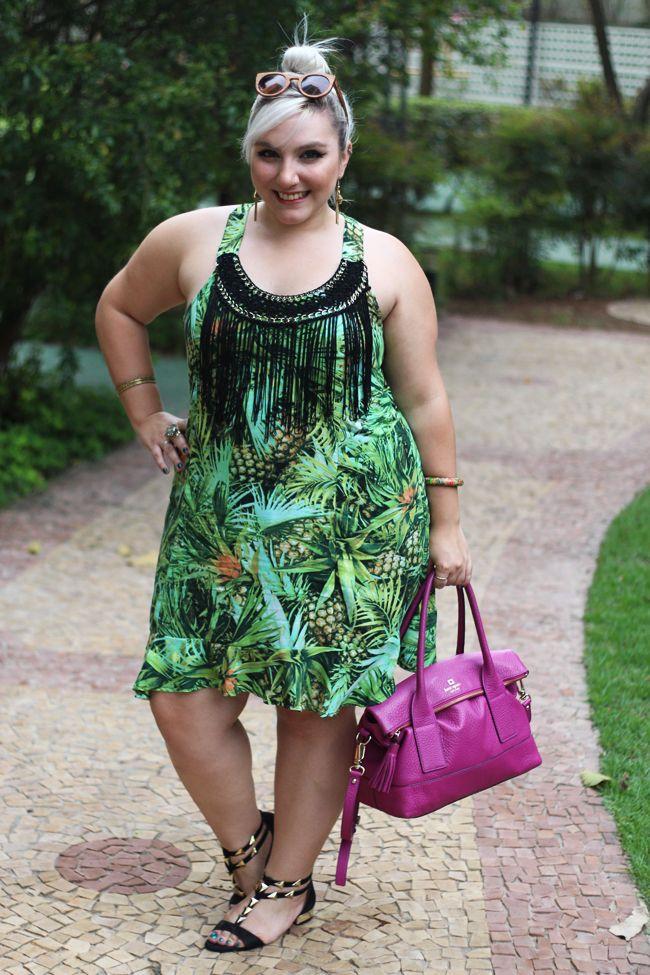 vestido plus size para o verão estampa abacaxi