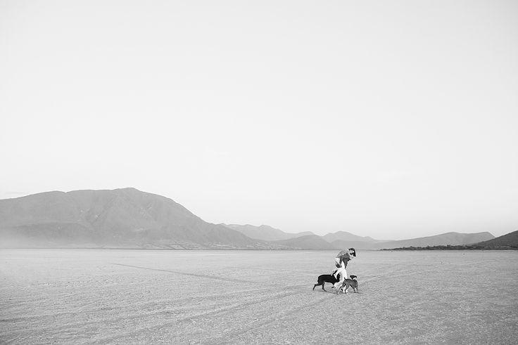 Engagement clics. #dogsphotos #engagement #esessionclics #desert