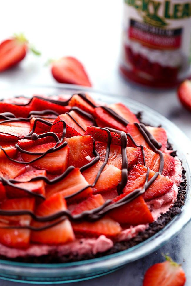 An amazing no bake pie with a chocolate crust filled with a creamy strawberry filling. It gets topped with fresh strawberries and drizzled in chocolate and will be a huge hit wherever it goes!  We are getting pretty excited for the warmer weather at our house. Last night we had our first official barbecue …