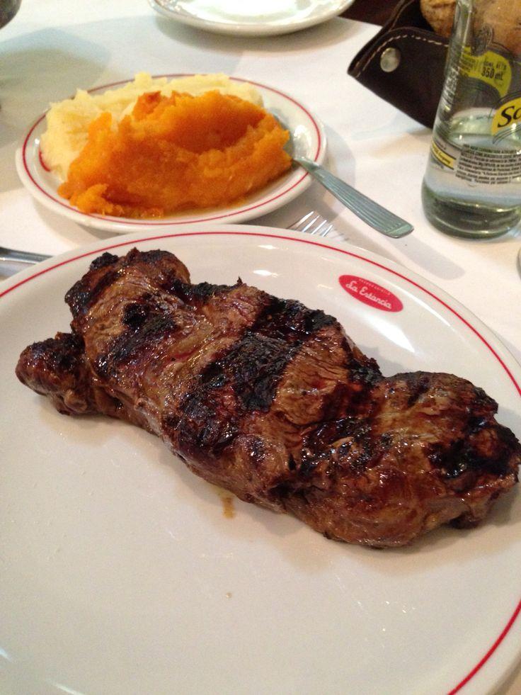 Bife de Chorizo Argentino con pure mixto.
