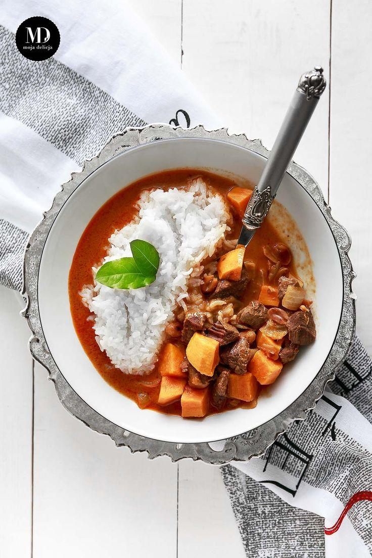 Pikantne Massaman Curry z wołowiną i batatami na mleku kokosowym, podawane z ryżem jaśminowym. Kuchnie świata. Kuchnia tajska. //  Beef Massaman Curry with sweet potato - delicious Thai beef massaman curry.     #food #foodporn #foodphotography #thai #sweetpotato #dinner #glutenfree #dairyfree #healthy