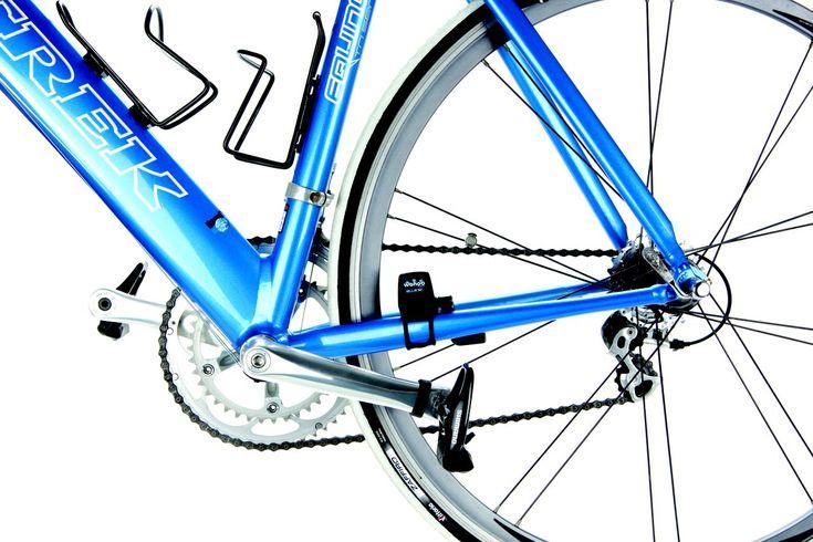 Wahoo Fitness Bluetooth SC 2 - Sensor pour vélo S'adapte à tous les vélos (presque)   Le Wahoo Fitness Blue SC peut s'adapter à tous les types de vélo interne et externe. Il transmet votre vitesse et votre cadence de pédalage directement sur votre iPhone.   Afin que votre iPhone puisse recevoir les données du capteur, vous avez besoin d'un iPhone 4S ou 5 et d'une application compatible à l ...