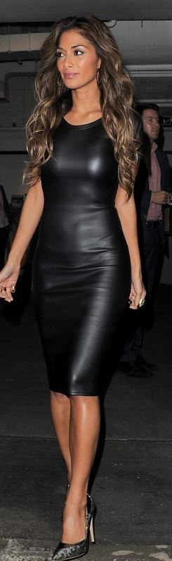 Who made Nicole Scherzinger's faux black leather dress and pumps?