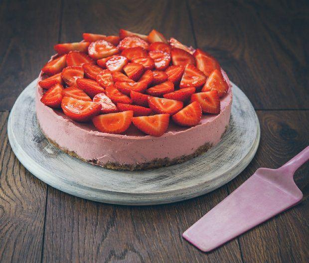 Jahodový raw cheesecake