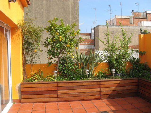 Jardineras de obra forradas de madera reforma terraza 1 for Jardineras para patio casa
