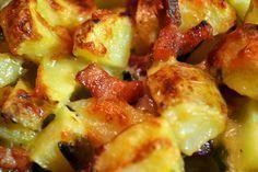 Aardappeltjes uit de oven die lijken op een aardappel gratin, maar dan net een beetje anders... Mijn kazige aardappeltjes zijn overal lekker bij.