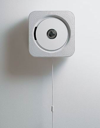 minimal design – radio, CD player and soundbox: white and metallic accents | Design: muji |