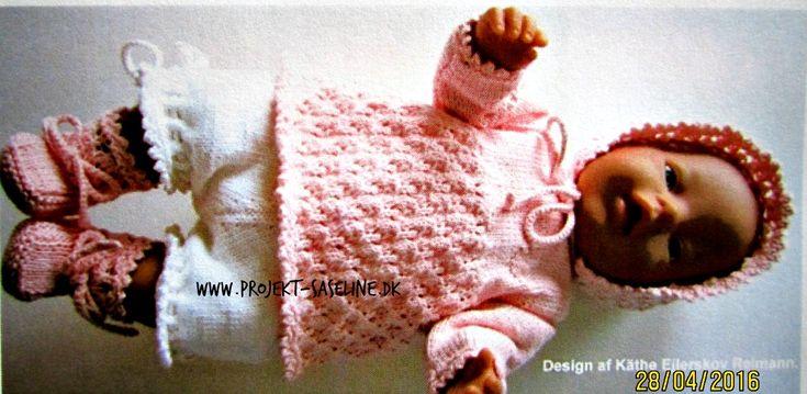Baby born opskrifter 43 cm. Tunika med rosenhavemønster korte bukser som mameluker kyse og sokker