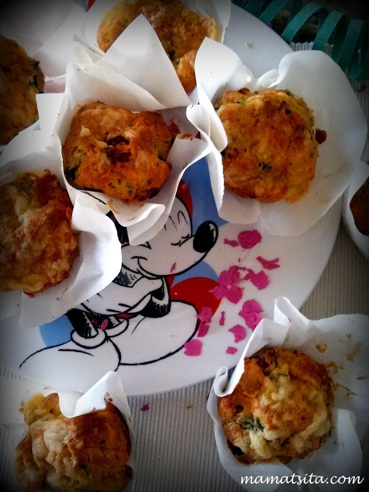 Muffins with spinach, cheese and bacon #homemade #muffins #recipe #mamatsita