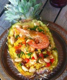 Abacaxi recheado com arroz e camarão