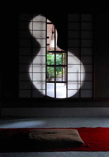 Window of Taizoin Temple (Kyoto, Japan)|瓢箪型の窓