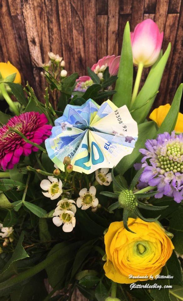 Mach Aus Geldscheinen Kleine Kunstwerke Blume Aus Geld Blumen Falten Origami Anleitung Blume