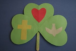 Love this simple shamrock Trinity craft for St. Patrick's day!