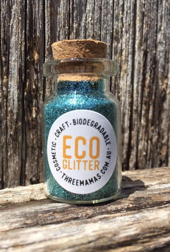 Set of 3- GOLD, TEAL and SILVER Each glitter comes in a 5g reusable glass bottle 🦈Marine & Waste Water biodegradable 🐛Home Compost Certified 🌻Cosmetic Grade 🌿Suitable for anaerobic digestion 🐙Biodegradable Film 🖌Renewable sourced raw materials 👑Add sparkle and shine to your face