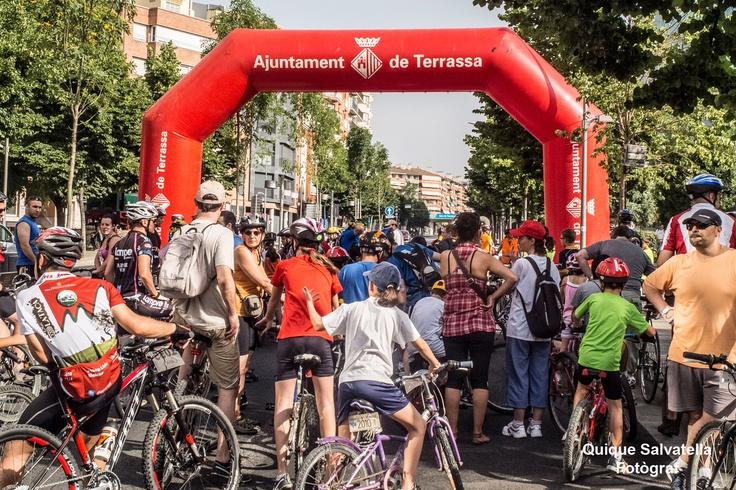 Més de 1300 participants han actuat en la Pedalada de Festa major, que ha transcorregut durant uns 10 Kms per la ciutat de Terrassa
