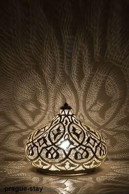 Pretty lighting ♥ http://www.jenniferhuttoninteriors.com/
