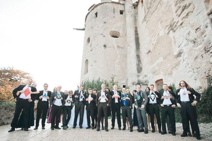 Hochzeit Gruppenporträt - bestman -Schloss Krumbach - Österreich - Superman